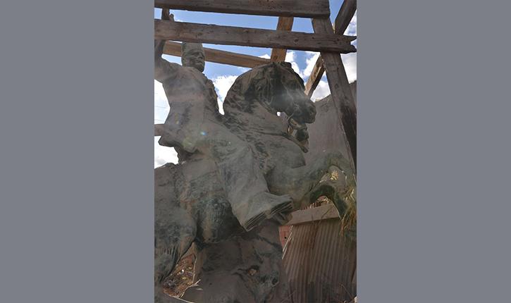 العثور على مجسم للزعيم الحبيب بورقيبة يعود انجازه لسنة 1978 وبلدية صفاقس توضح