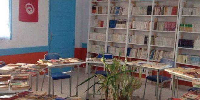 في بادرة مهمة:أستاذة تهدي مكتبة والدها الى معهد العمران الاعلى