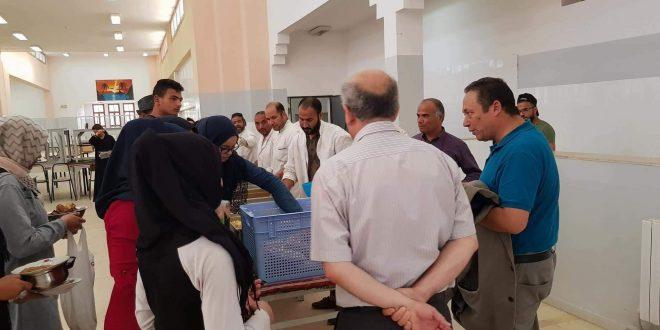 المدير العام لديوان الخدمات الجامعية بالجنوب ورئيس جامعة صفاقس صفاقس يشاركان الطلبة في وجبة الافطار