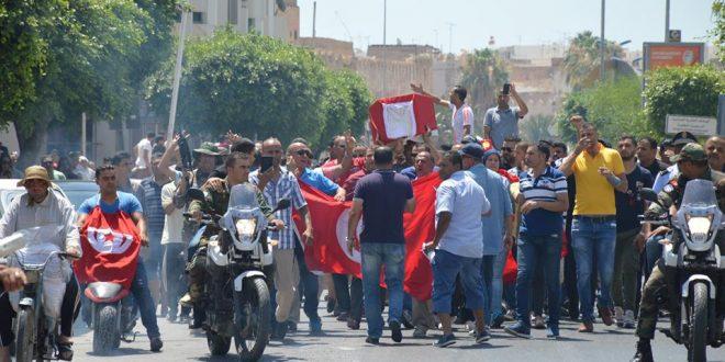 الأمنيون ينظمون جنازة رمزية لشهداء المؤسسة الأمنية الذين سقطوا في عملية عين سلطان الإرهابية