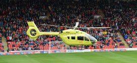 هبوط اضطراري لمروحية على أرض الملعب يؤجل مباراة بارنسلي وبورتون