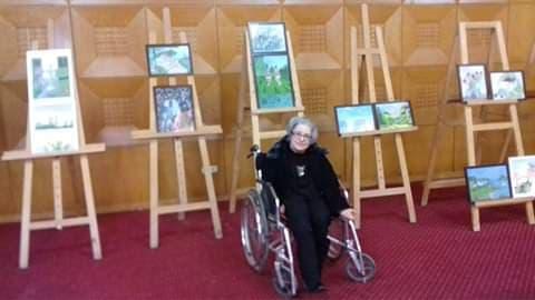 بنزرت :الرسامة هدى بالراضية تبدع رغم اعاقتها العضوية