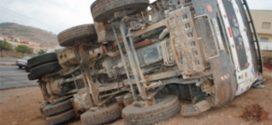 وفاة عاملة فلاحة وإصابة 14 أخرى في انقلاب شاحنة
