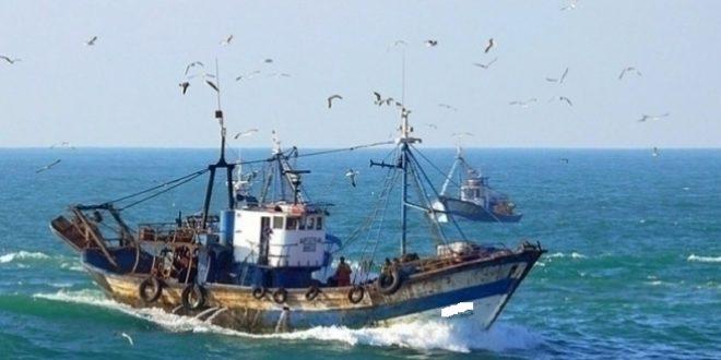 جيش البحر ينقذ 7 تونسيين كانوا ينوون اجتياز الحدود البحرية خلسة