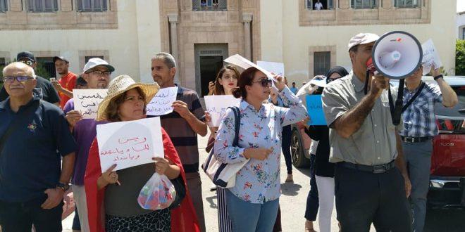 """خلال وقفة احتجاجية بصفاقس:""""مواطن صفاقس يا ضحية لا والي ولا بلدية"""""""