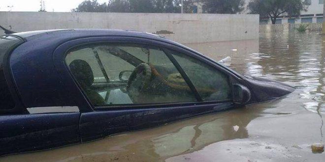 أمطار غزيرة بصفاقس تغرق الشوارع والأنهج
